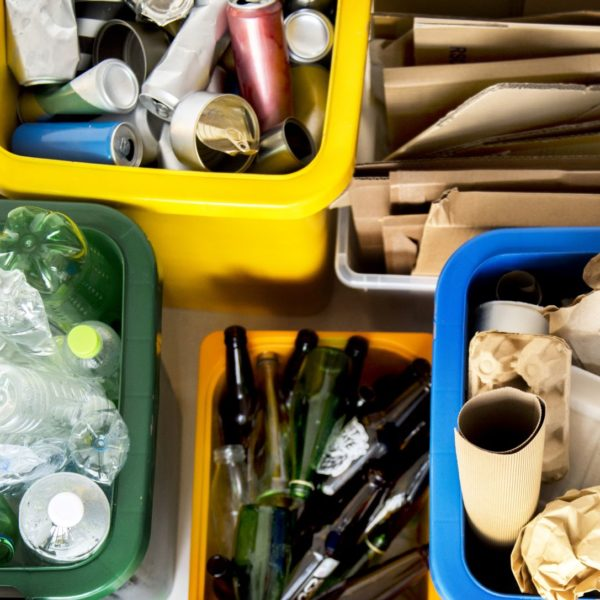 vários produtos recicláveis