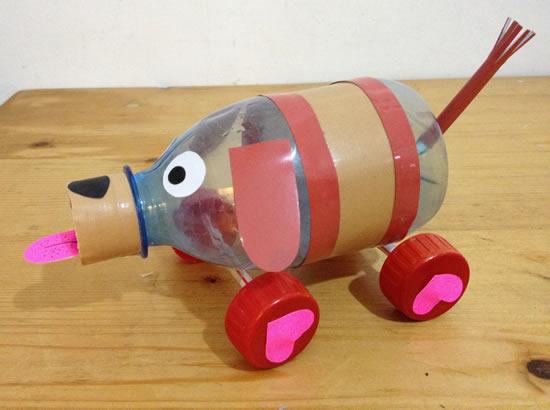 Cachorrinho feito com garrafa PET